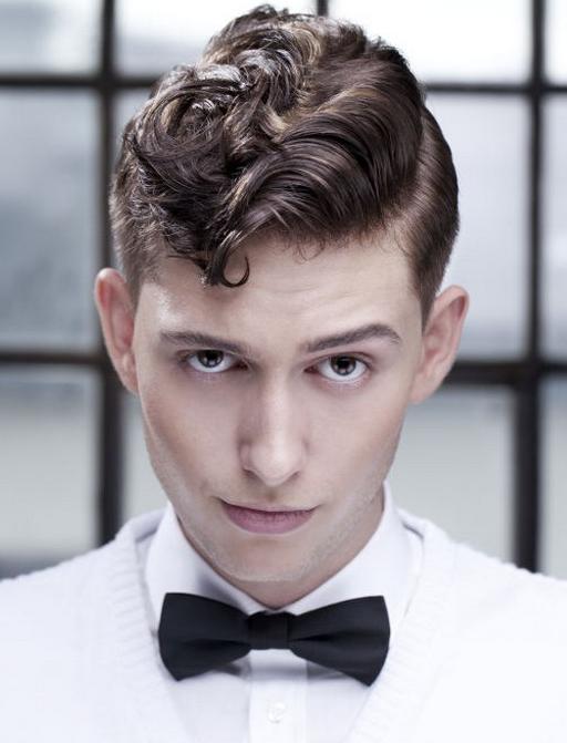 2014-virsuje-ilgi-garbanoti-plaukai-vyrams